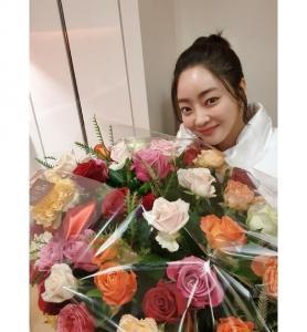'서효림' 선물 받은 그녀♡라는 문구와 함께 사진을 공개했다